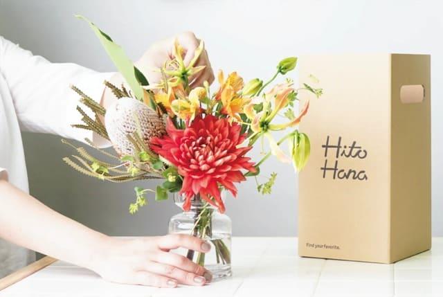 ひとはな(hitohana)のお花は箱に入って手渡し配送される